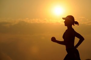 mujer corriendo deporte