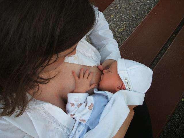 bebé al pecho