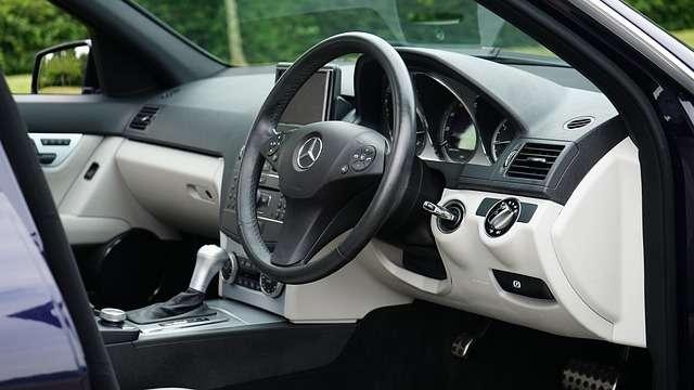 coche volante conducir