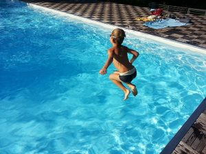 piscina en niños diversion verano