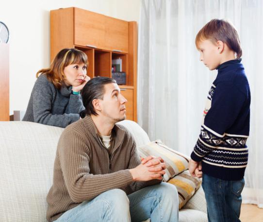 custodia compartida padres con niño