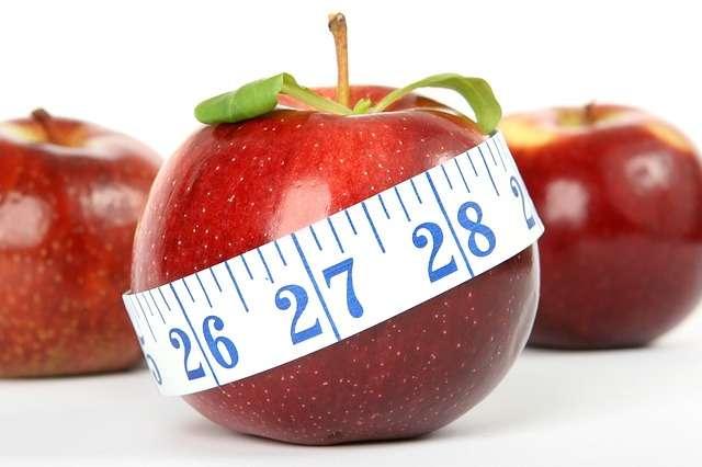 manzana con cinta métrica dietas comida ENGORDAR ADELGAZAR