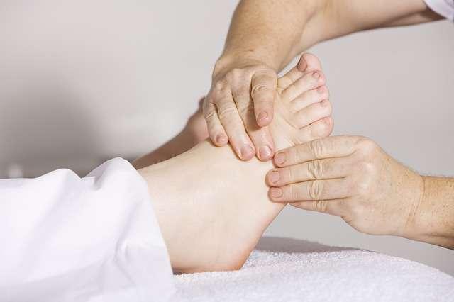 masaje de un pie cuidados de los pies