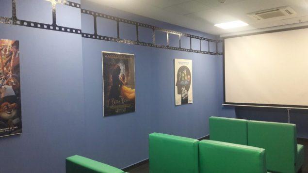 sala cine niños hospitalizados hospital torrejon de ardoz