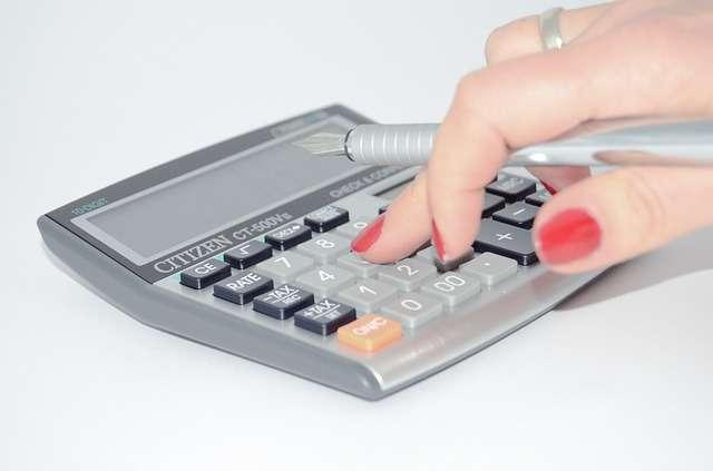 imagen de una calculadora ahorro ayudas