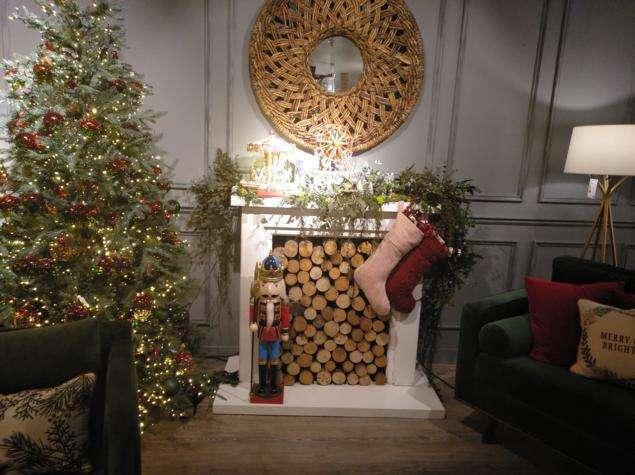chimenea decorada de navidad