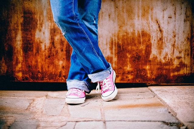 adolescentes zapatillas vaqueros