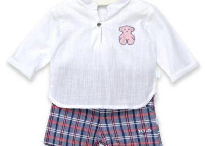 Conjunto de niño con camisa de manga larga y cuello mao y bBermuda de cuadros Tallas 12 y 18 meses (Tous, 79 €, en mis soletes.com)
