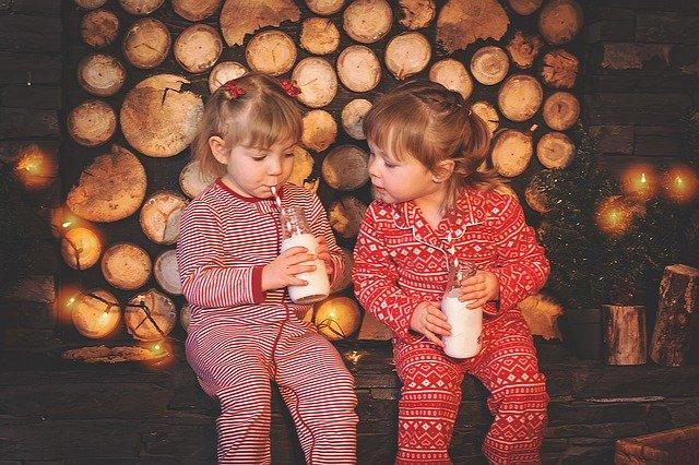 niños leche navidad pijamas comida
