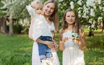 Cómo pedir el cobro anticipado de la deducción por familia monoparental con dos hijos
